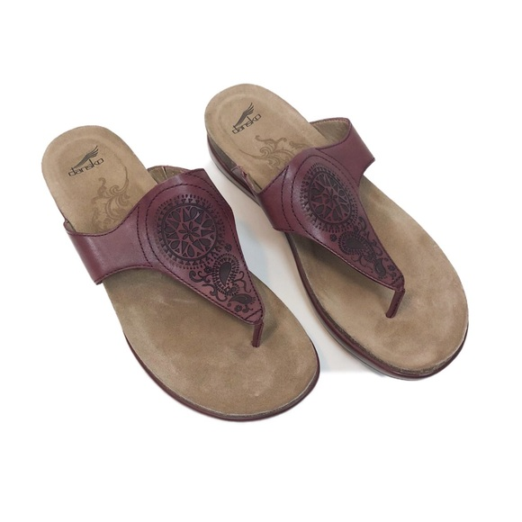 a24460fc0254 Dansko Shoes - Dansko Priya Flip Flop Sandals women s size 40
